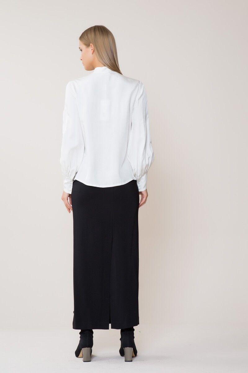 Yaka Taş Detaylı Beyaz Gömlek