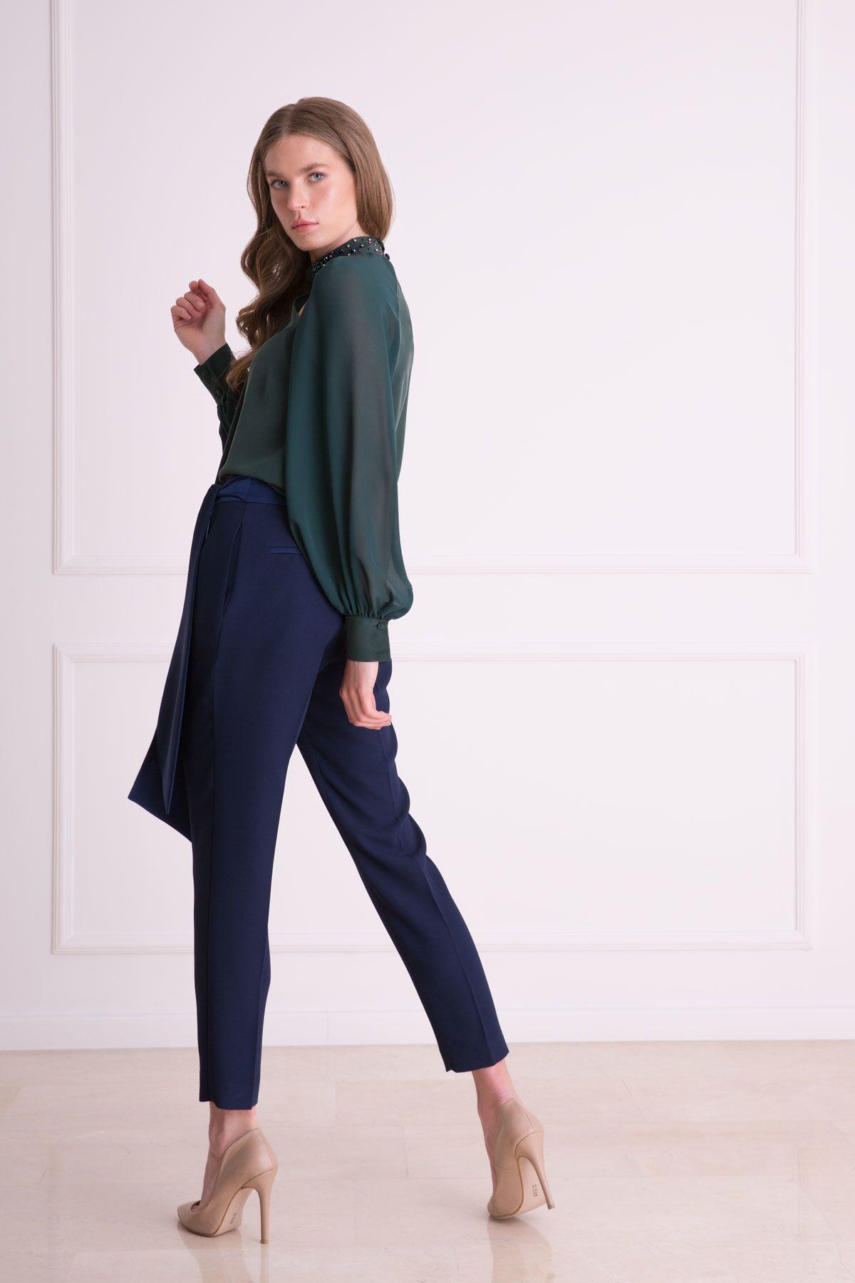Yaka Taş İşlemeli Yeşil İpek Bluz