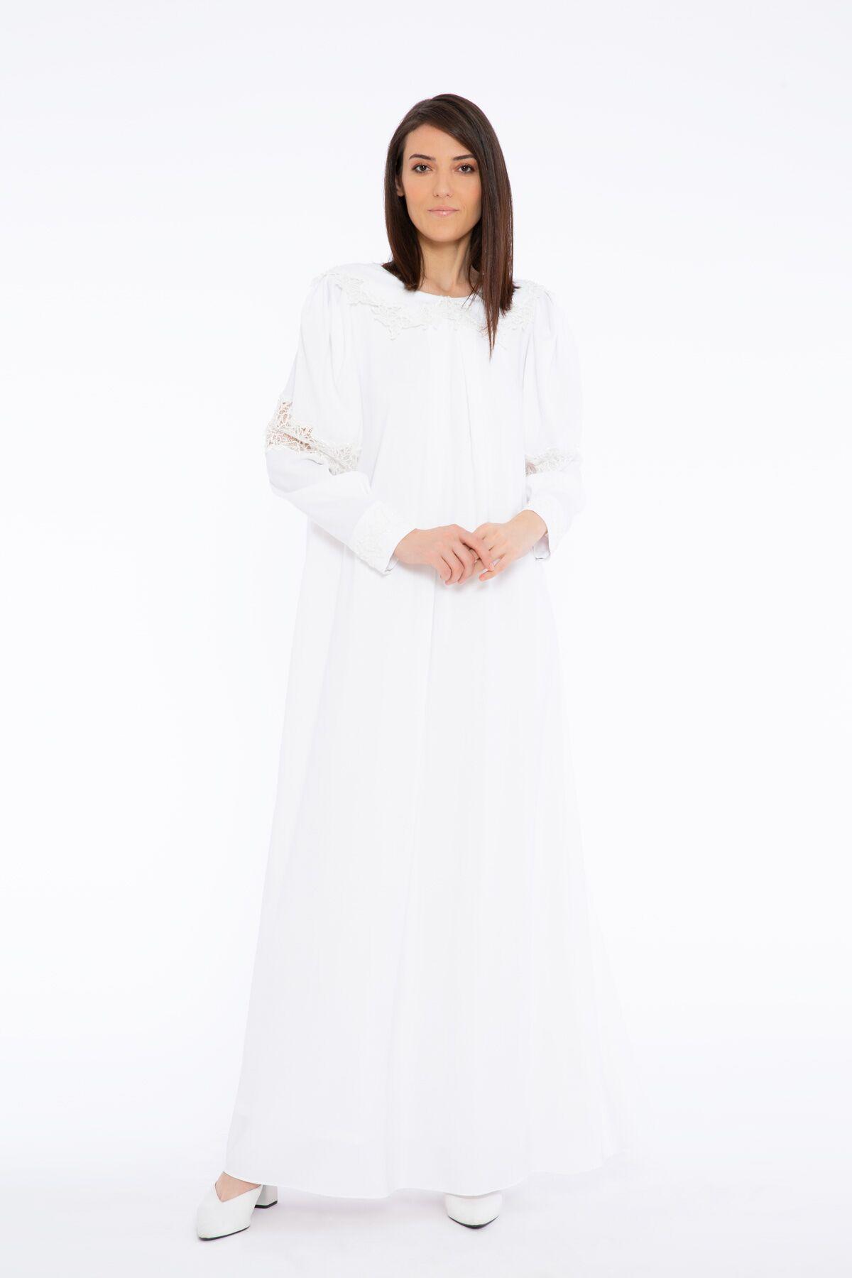 Yakada Dantel İşleme Detaylı Uzun Elbise
