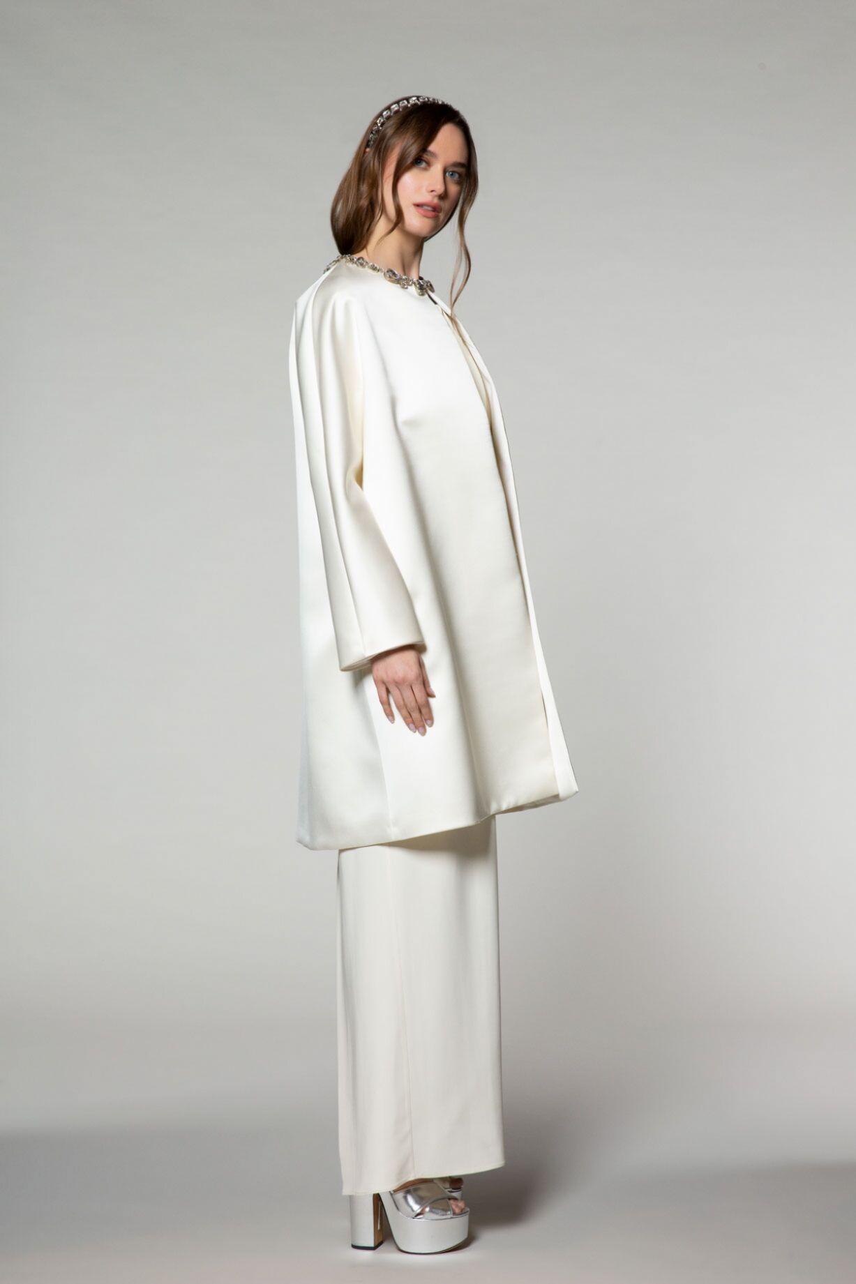 Yakası Taş İşlemeli Uzun Ceket