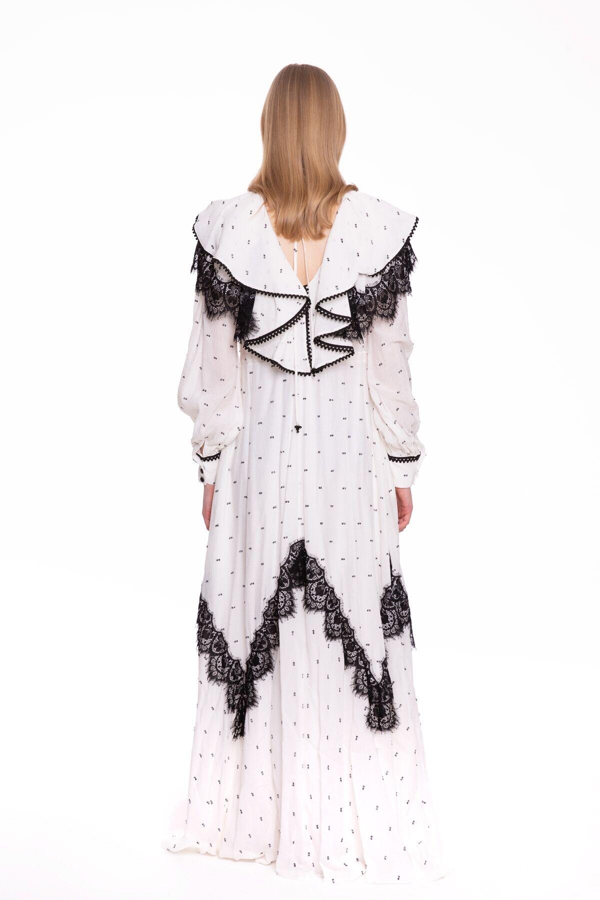 Yakası Volan Detaylı, İşlemeli Uzun Elbise