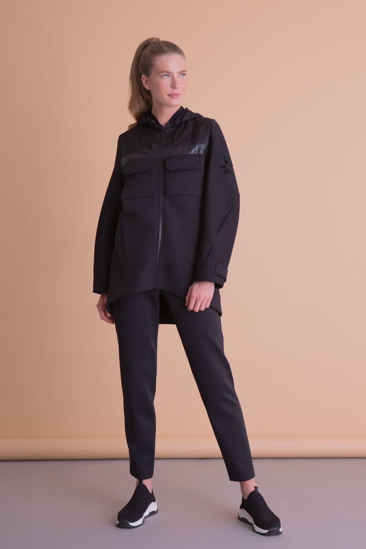 Yıldız Armalı Kapüşonlu Siyah Sweatshirt