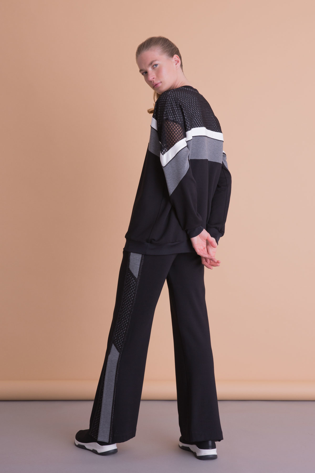 Yırtmaç Detaylı Bol Paça Siyah Spor Pantolon