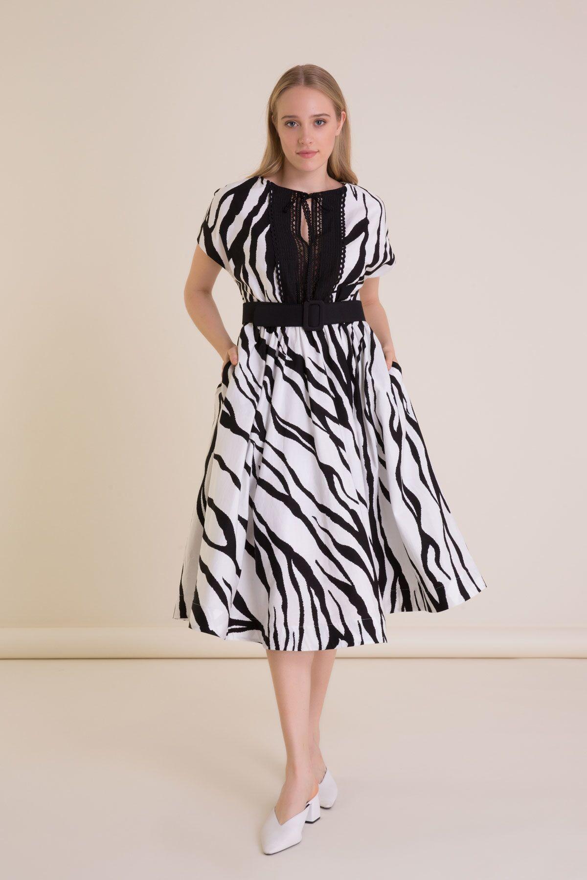 Zebra Desenli Kemerli Midi Kloş Elbise